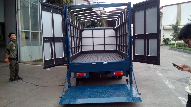 Taxi tải 1 tấn chở được số lượng hàng lớn