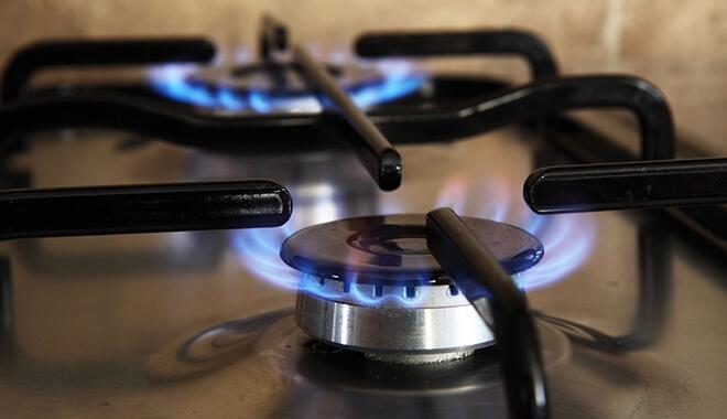 Mang bếp lửa vào nhà trước
