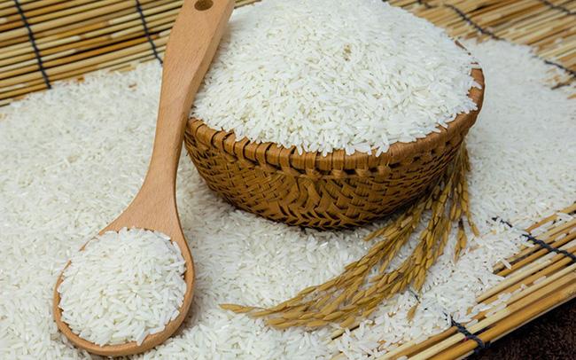 Mang gạo vào nhà mới rất may mắn