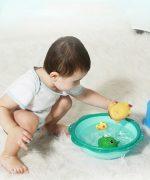 Đồ chơi bằng cao su trong nhà tắm rất dễ dính bẩn và vi khuẩn