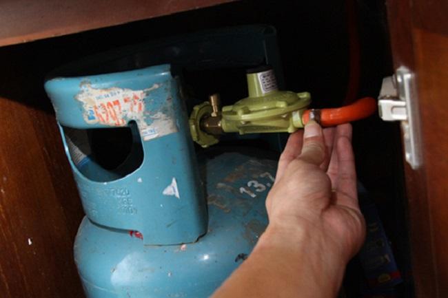 Bị rò rỉ gas do hở van dây dẫn nối