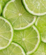 Chanh được biết là loại nguyên liệu có tính tẩy rửa khá mạnh
