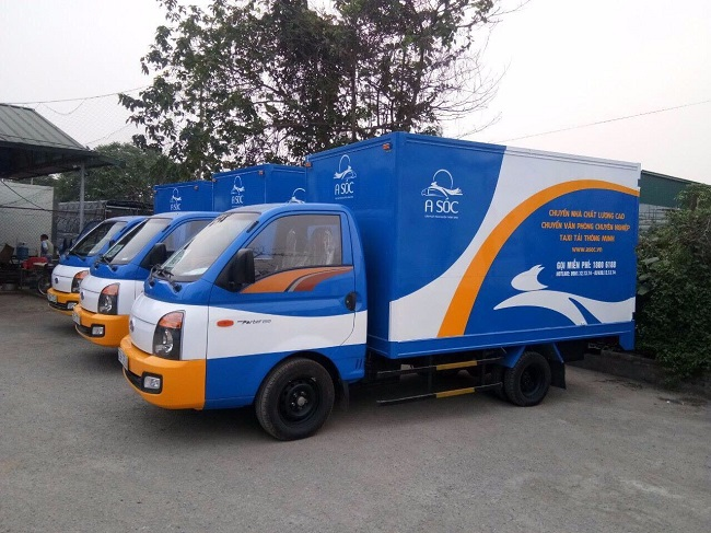 Xe taxi tải vận chuyển của A Sóc được trang bị hệ thống chống trượt, chống sốc hiện đại