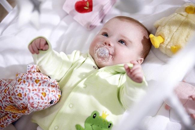 7 lưu ý khi mặc đồ cho trẻ sơ sinh trong những ngày hè