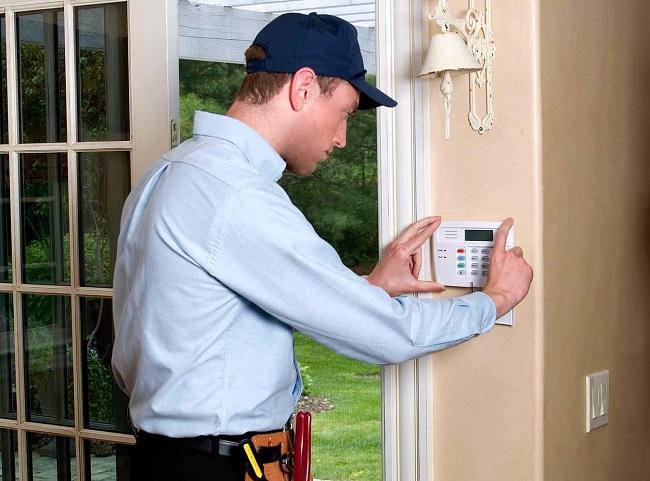 Lắp đặt ổ khóa chống trộm hoặc chuông cảnh báo