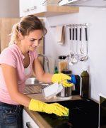 Sử dụng dung dịch tẩy rửa chuyên dụng