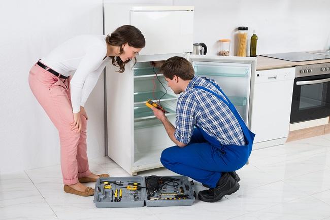 Tủ lạnh bị ra mồ hôi, đọng hơi nước? Nguyên nhân và cách khắc phục