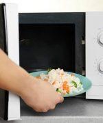 Cách hâm nóng cơm, xôi cũng tương tự như các món canh