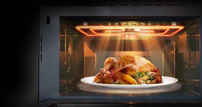 Lò vi sóng giúp món ăn được làm nóng mà không ảnh hưởng đến mùi vị vốn có của nó