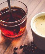 Trà, cà phê, nước tăng lực,... là những đồ uống phổ biến, chứa caffeine để giúp não bộ tỉnh táo