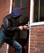Trộm có thể phá hầu hết các loại khóa kiểu cũ, nên cân nhắc thay ổ khóa thường xuyên