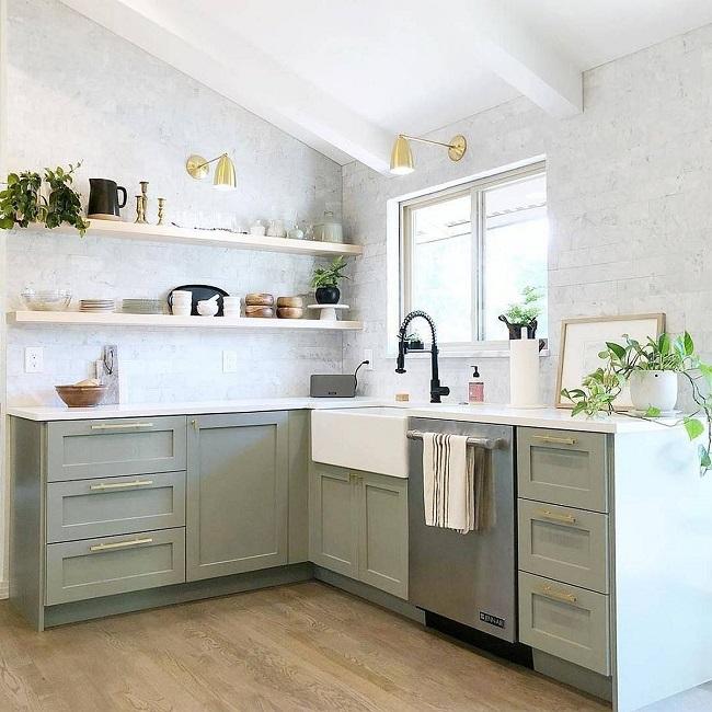 Mẫu phòng bếp chữ L được thiết kế theo phong cách tối giản tinh tế.