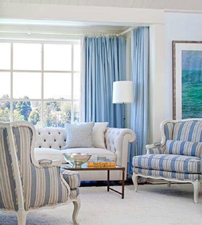 Nội thất màu sáng luôn là lựa chọn lý tưởng cho phòng khách nhỏ bởi chúng tạo cảm giác rộng rãi, đánh lừa thị giác.