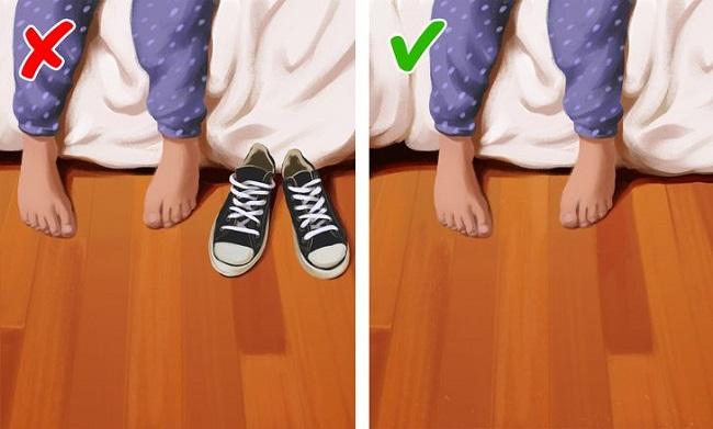Phòng ngủ không phải là nơi thích hợp để cất trữ giày dép.