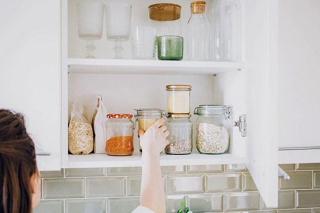 Tủ bếp ngăn nắp, sạch sẽ sẽ giúp không gian nấu nướng thoáng sạch, trong lành hơn.